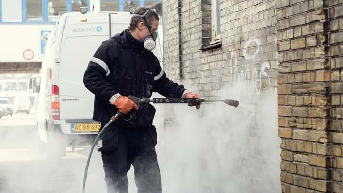"""Rengørings- og hygiejnevirksomheden SIMI har undret sig over """"det rene galimatias"""" i de hidtidige regler og ser frem til lavere ressourceforbrug til udarbejdelse af tilbud."""